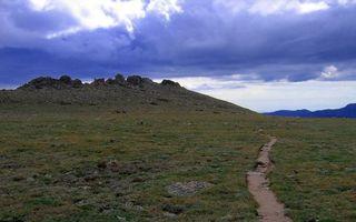 Бесплатные фото тропинка,трава,поле,горы,сооружение,небо,облака