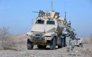 Бесплатные фото броня,солдат,война,песок,пустыня,автомат,колеса