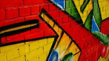 Бесплатные фото графити,стена,кирпичная,красный,желтый,зеленый,абстракции