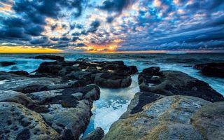 Бесплатные фото камни,море,волны,горизонт,небо,закат,солнце