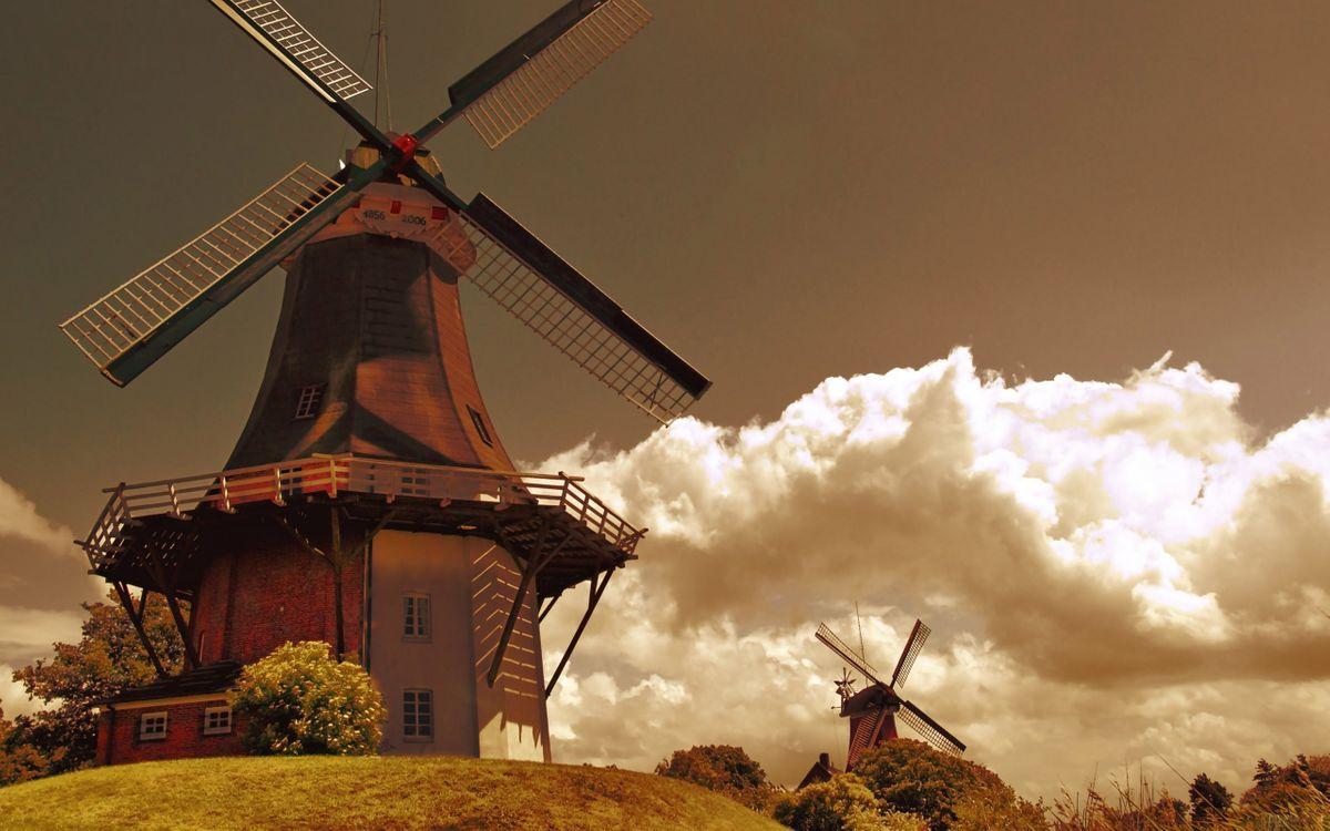 Фото бесплатно здание, мельница, винт, земля, трава, кусты, облака, тучи, разное, разное