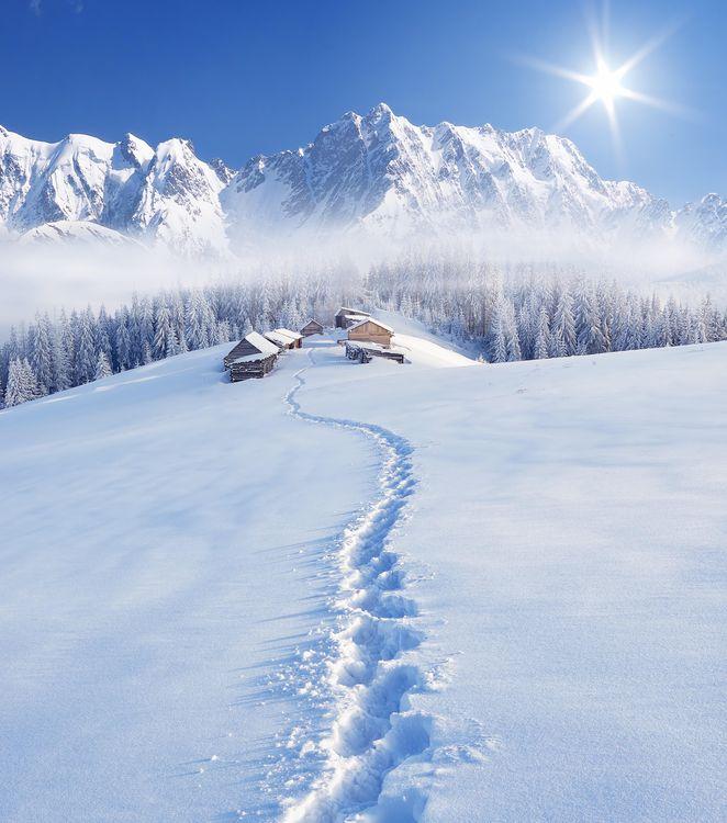 Обои снег, холмы, путь картинки на телефон