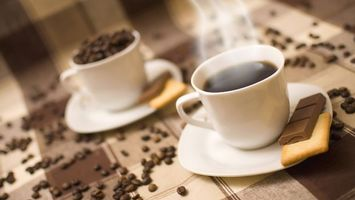 Фото бесплатно кофе, заварной, печенье, шоколад, зерна, столик