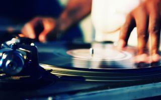 Бесплатные фото диджей,пластинка,музыка,ритм,руки,дискотека,музыка