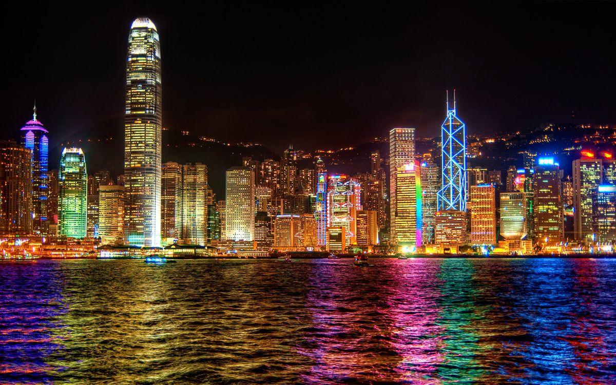Фото бесплатно дома, высотки, окна, вода, море, океан, волны, берег, улица, ночь, вечер, город, город