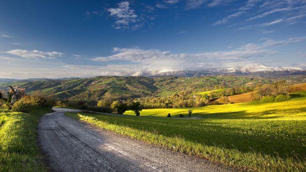 Photo free road, field, hills