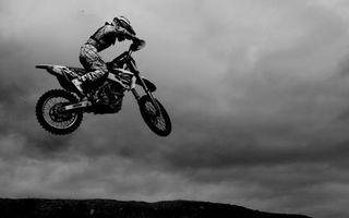 Фото бесплатно мотофристайл, мотоцикл, прыжок