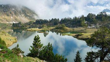 Бесплатные фото озеро,вода,лес,деревья,горы,облака,небо
