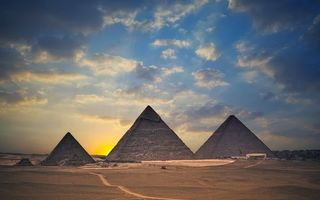 Бесплатные фото песок,дорога,пирамиды,солнце,небо,облака,пейзажи