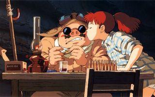 Бесплатные фото девочка,свинья,друзья,поцелуй,волосы,прическа,рубашка