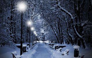 Бесплатные фото дорога,снег,фонари,лавочки,человек,снежные сугробы,разное