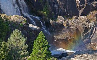 Бесплатные фото водопад,горы,скалы,трава,вода,ель,пейзажи