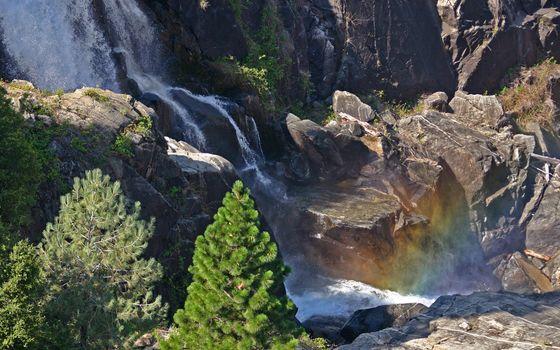 Бесплатные фото водопад,горы,скалы,трава,вода,ель,пейзажи,природа