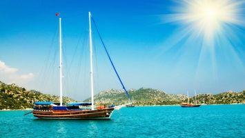 Обои море, яхты, небо, солнце, горы, берег, природа