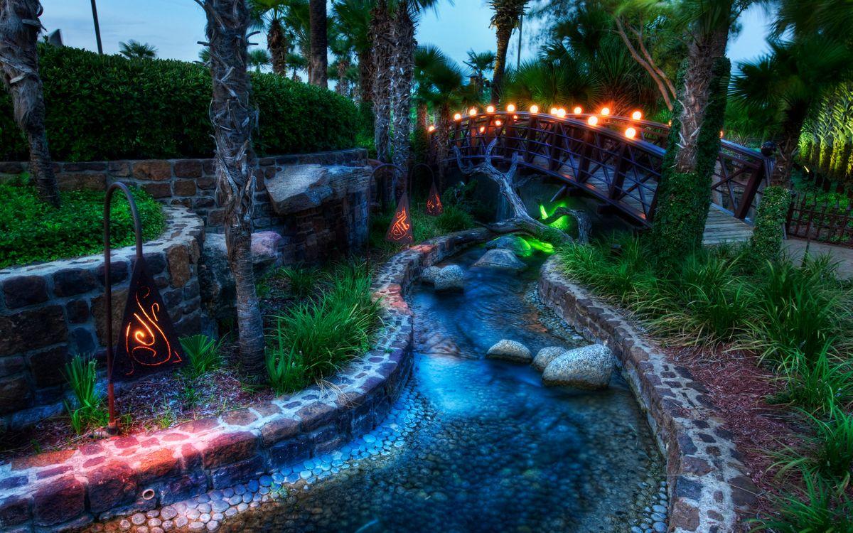 Фото бесплатно ручей, камни, деревья, трава, мостик, фонари, пейзажи, пейзажи - скачать на рабочий стол