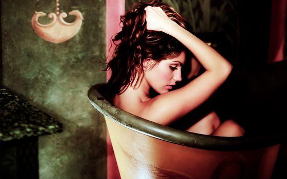 Бесплатные фото ванна,волосы,глаза,взгляд,необычно,руки,девушки