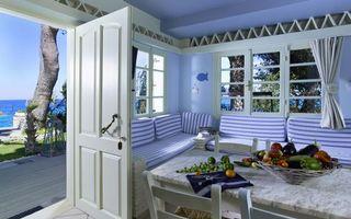Бесплатные фото веранда,стол,стулья,уголок,окна,дверь,берег