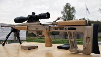 Бесплатные фото винтовка,прицел,снайперский,приклад,обойма,курок,стол