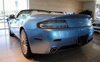 Бесплатные фото астон мартин,синий,кабриолет,фонари,выхлоп,салон,машины