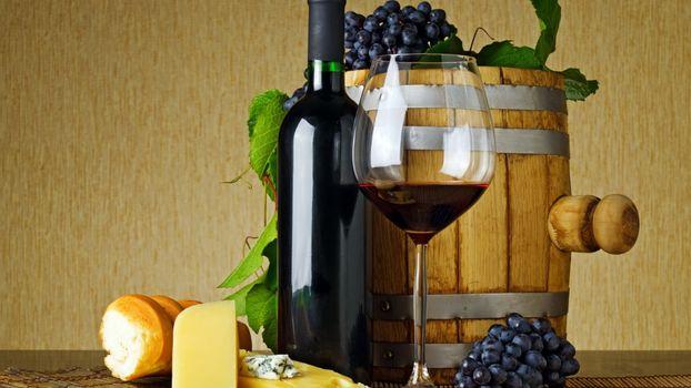 Фото бесплатно грозди, бутылка, стол