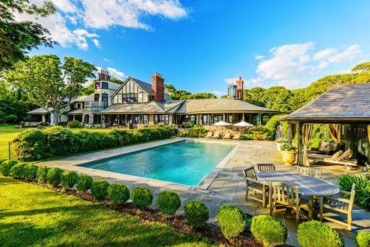 Photo free house, pool, table