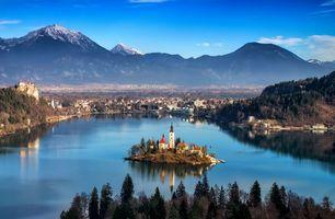 Бесплатные фото горы,долина,городок,дома,озеро,лодки,остров