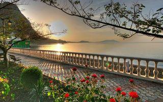 Бесплатные фото набережная,брусчатка,цветы,деревья,горы,море,пейзажи