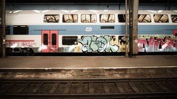 Заставки поезд, графити, железная дорога, столбы, полос, двери, разное