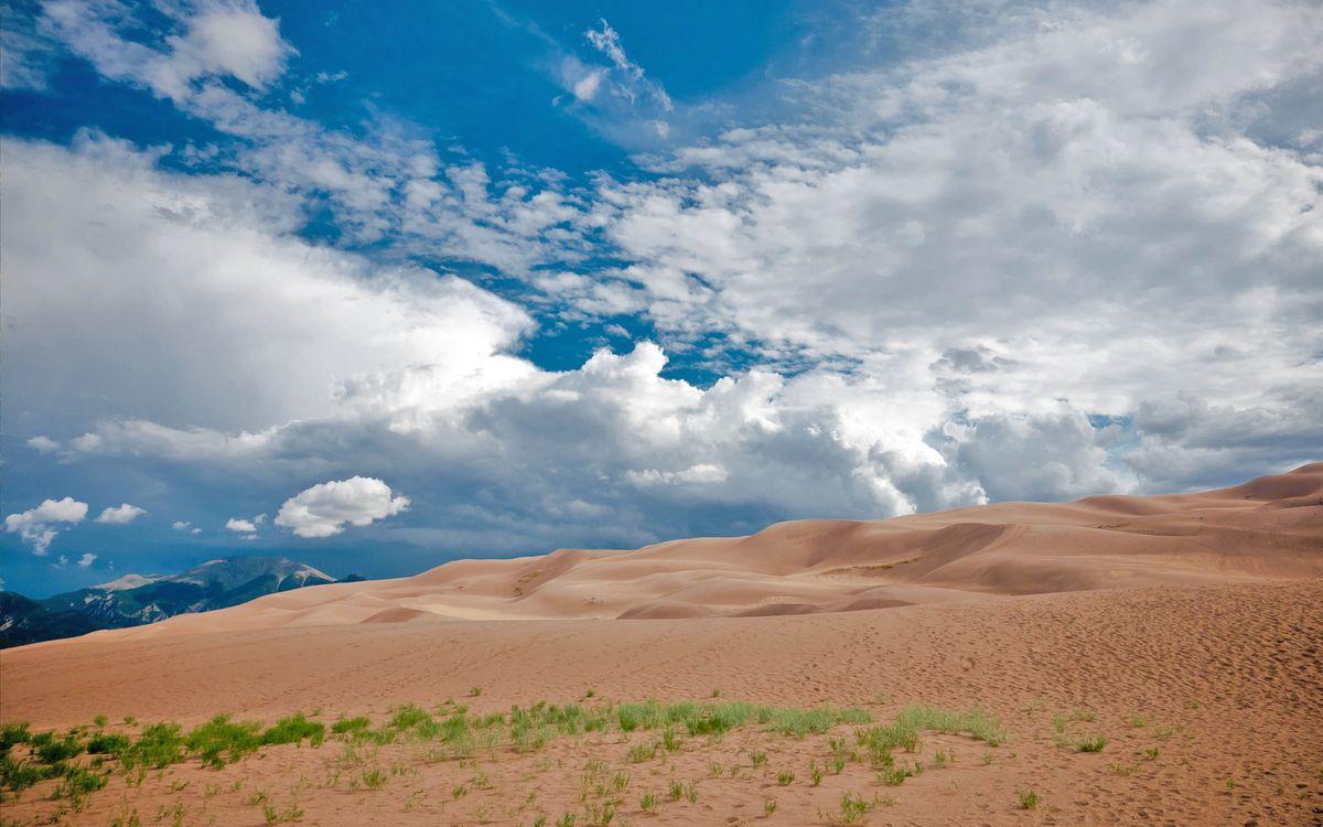Фото бесплатно пустыня, песок, горы, небо, трава, облака, солнце, пейзажи, пейзажи
