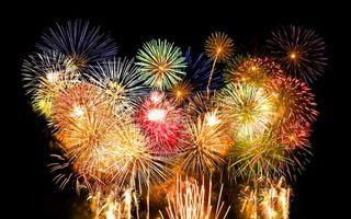 Фото бесплатно фейерверк, огни, небо, ночь, вспышки, приздник, новый год