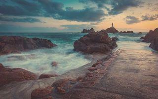 Заставки маяк,океан,волны,скалы,горизонт,небо,утро