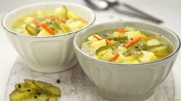 Бесплатные фото суп,огурцы,картошка,морковь,перец,тарелка,белая