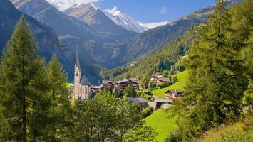 Бесплатные фото замок,дома,деревья,горы,трава,небо,пейзажи