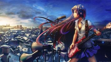 Бесплатные фото музыка,девушка,крыша,город,микрофон,гитара,аппаратура