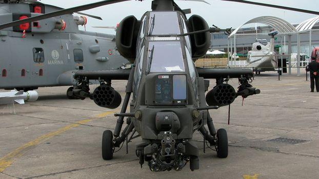 Photo free helicopter, cockpit, machine gun