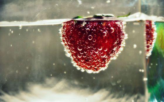 Фото бесплатно клубника, бокал, воды