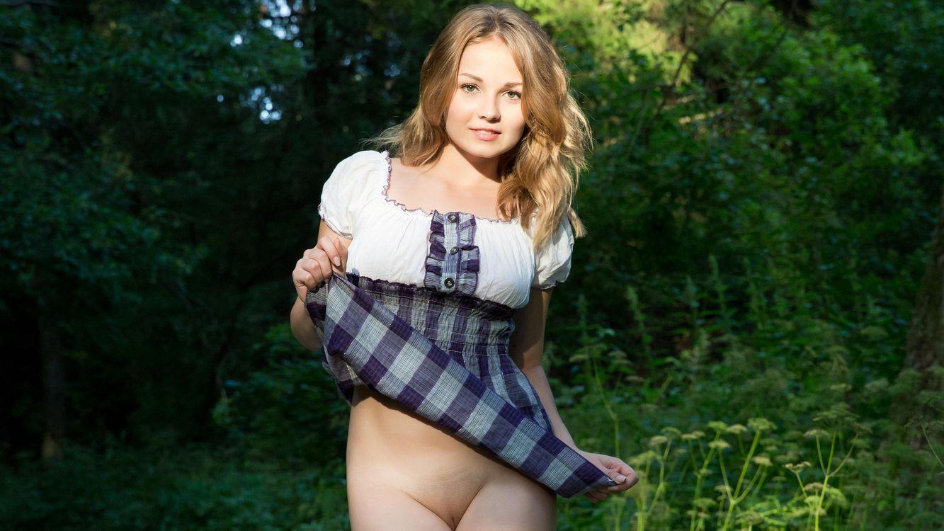 Фото бесплатно девушка, блондинка, платье, руки, ноги, живот, эротика, эротика