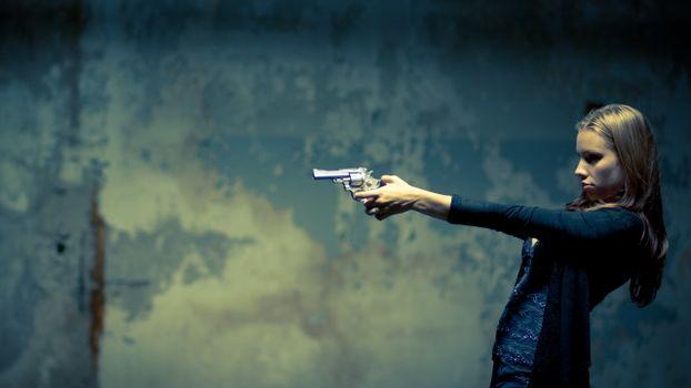 Photo free girl, brown-haired, shooting range