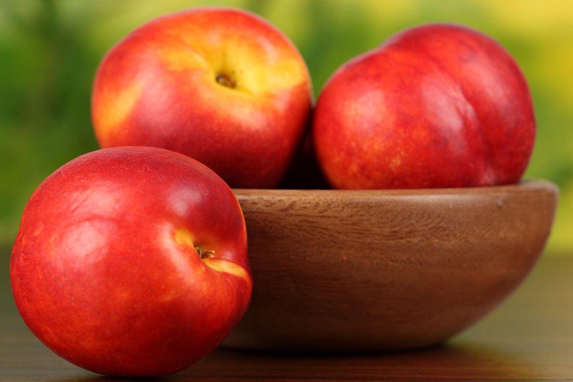 Фото бесплатно нектарин, фрукт, стол, деревянное, блюдце, макро, еда, еда