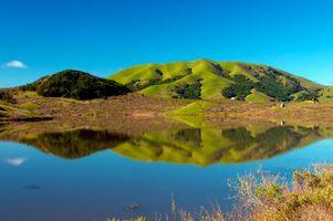 Бесплатные фото озеро,отражение,холмы,трава,деревья,небо,природа