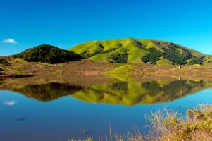 Заставки озеро, отражение, холмы