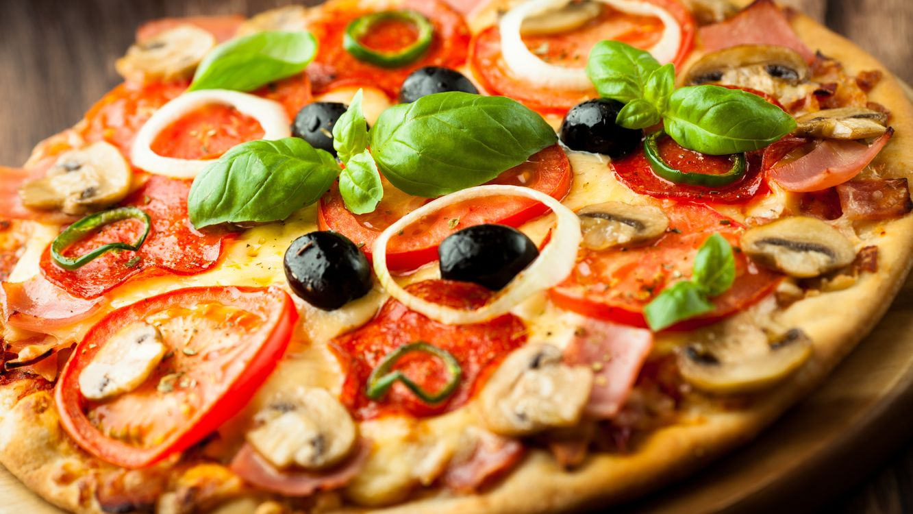 Фото бесплатно пицца, тесто, помидоры - на рабочий стол