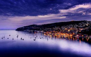 Заставки вечер, берег, море, яхты, лодки, городок, дома, свет, пейзажи