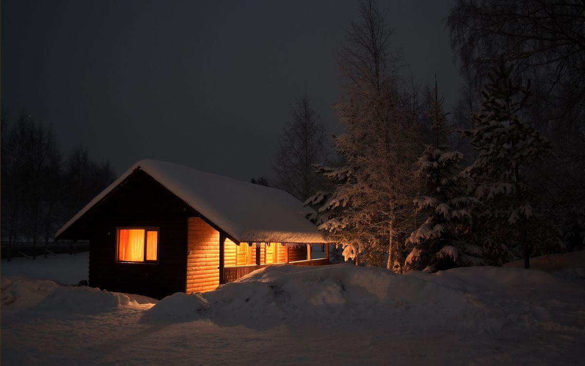 Фото бесплатно зима, ночь, сугробы, деревья, домик, свет, разное, разное