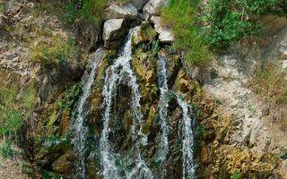Бесплатные фото горы,камни,галька,водопад,вода,трава,деревья