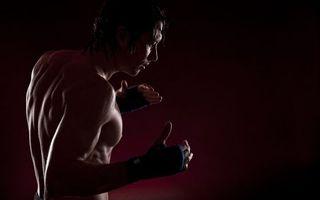 Бесплатные фото парень,прическа,волосы,перчатки,тренировка,игра,бой