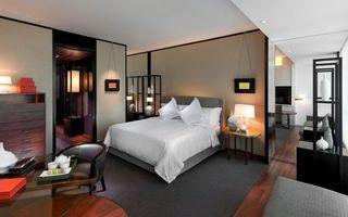Бесплатные фото спальня,кровать,кресло,столик,светильники,комод,зеркало