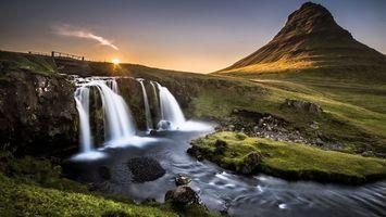 Бесплатные фото водопад,река,камни,трава,гора,небо,солнце