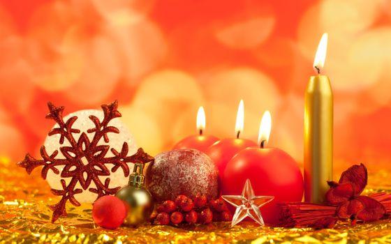 Бесплатные фото рождество,праздник,новый год,шарики,свечи