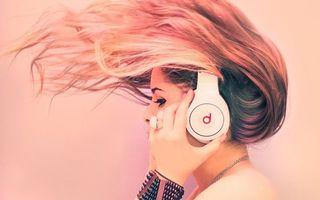 Бесплатные фото наушники, девушка, блондинка, волосы, музыка
